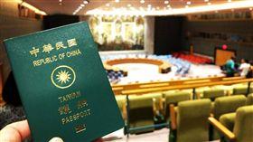台男拿中華民國護照參觀遭拒 一句話讓聯合國官員秒閉嘴!(圖/高睿騰提供)