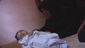 影/以巴衝突釀3000死傷 8月大嬰兒竟被催淚瓦斯毒死 圖/翻攝自美聯社