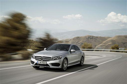 藉由「Agility星自選 購車優惠方案」,輕鬆入主新貴菁英最佳座車C-Class。(圖/Mercedes-Benz提供)