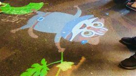 逢甲夜市花博吉祥物投影吸引遊客目光。圖片來源:台中市政府