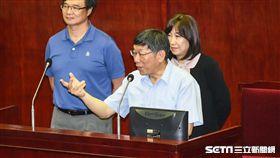 台北市長柯文哲、副秘書長李文英、民政局長藍世聰。 (圖/記者林敬旻攝)