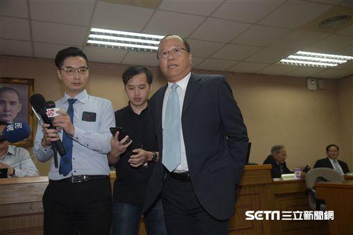 國防部次長柏宏輝今(17日)受訪表示,傘兵狀況復原良好,肇事主因還有待鑑定報告。 (圖/記者林惟崧攝)