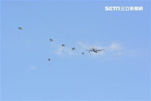傘兵墜落「繩纏腳」畫面曝光圖/PTT網友提供