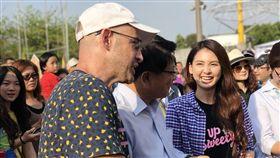 吳鳳和韋汝跟著屏東縣長潘孟安一起挑戰攻城計畫