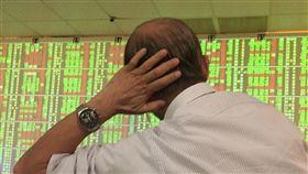 台股收盤跌19.53點(1)台北股市25日開低震盪,收盤跌19.53點,為10559.97點,跌幅0.18%,成交金額新台幣1348.12億元。中央社記者董俊志攝  107年4月25日