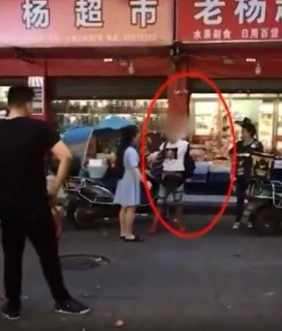 女全裸躺地耍賴_鳳凰網視頻
