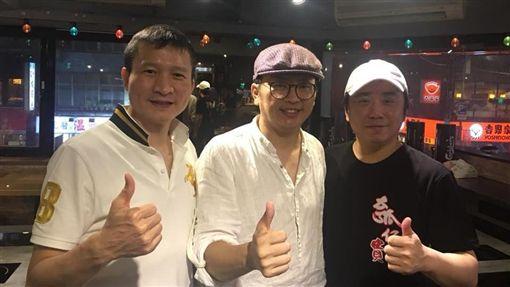 小彬彬新店試賣藝人秦楊也帶朋友來捧場。(圖/翻攝自臉書)