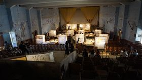金大建築系畢業展 金沙戲院亮起來荒廢30多年的金門縣金沙戲院,16日因為金門大學建築學系畢業展,再次亮了起來。38名畢業生在這裡展出作品,展現學習成果。中央社記者黃慧敏攝 107年5月16日