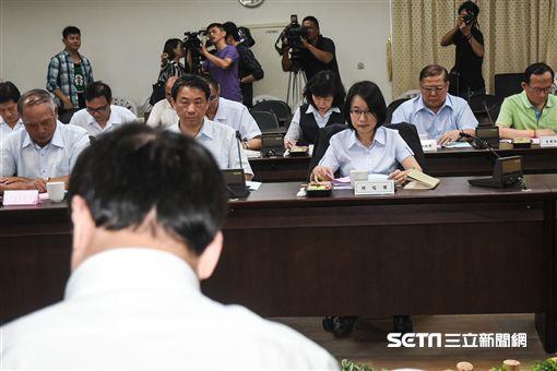 北農董事長陳景峻、總經理吳音寧出面召開董事會。 (圖/記者林敬旻攝)