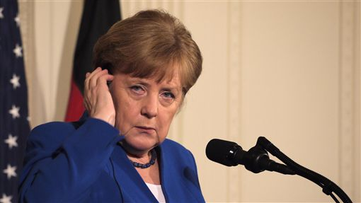 會川普 梅克爾談伊朗核協議有不足處德國總理梅克爾27日於白宮表示,現行核協議,不足以抑制伊朗的核子野心。中央社記者鄭崇生華盛頓攝 107年4月28日