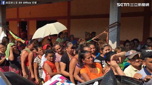 我國替代役前往邦薩爾瓦多災區提供物資。(圖/翻攝自精靈辦公室 Elf Office臉書)
