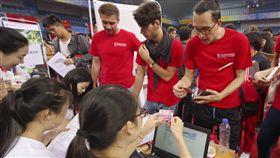 中國成為亞洲最大留學目的國中國教育部30日指出,2017年共有48.92萬名外國留學生在中國大陸大專院校就讀,中國已經成為亞洲最大留學目的國。圖為2017年9月2日,外國留學生在北京大學辦理註冊。(中新社提供)中央社 107年3月31日