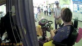 電動輪椅,身障者,口香糖,新竹車站,台北車站(爆料公社)