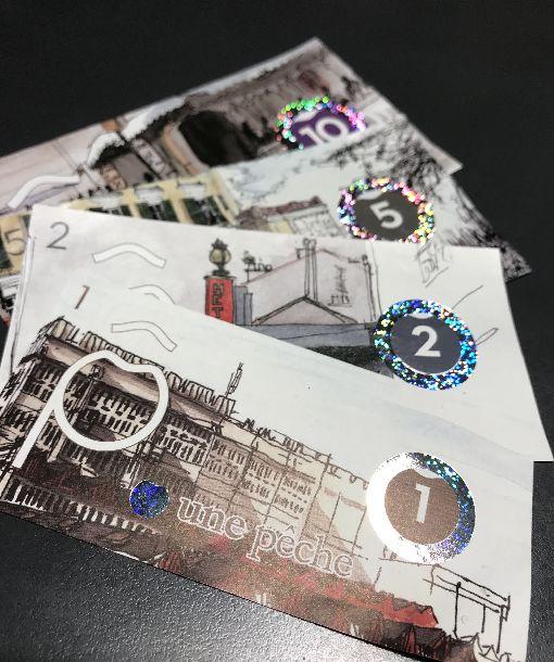 巴黎流通桃子幣 促進在地經濟巴黎東郊蒙特伊市使用桃子幣4年,鈔票上繪有市內建築圖案,出自當地插畫家之手,「桃子」之名也與當地歷史有關,今年開始引進到巴黎市。中央社記者曾依璇蒙特伊攝  107年5月20日