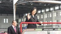 總統蔡英文主持「空軍P-3C成軍暨S-2T除役典禮」。 圖/記者林敬旻攝