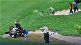 大雨不斷,讓Kingsmill錦標賽暫停。(圖/播攝自LPGA網站)