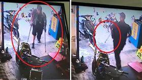 一名身障男子拄著拐杖到一家機車行販賣「愛心筆」,沒想到被拒絕後,他的殘疾秒恢復,直接舉起柺杖邁開步伐離開。其他網友看到後,紛紛調侃「比seafood還厲害!」(組圖/翻攝自爆廢公社)