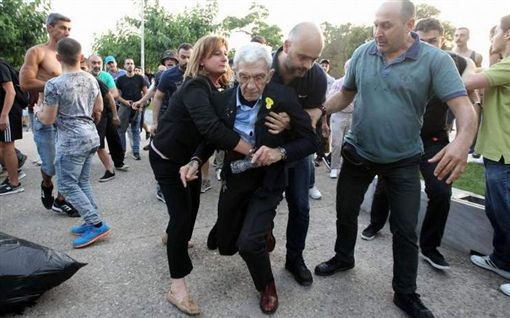 希臘,Alexis Tsipras,Thessaloniki,Yiannis Boutaris,毆打,市長, 圖/翻攝自推特 https://goo.gl/bMvUXQ