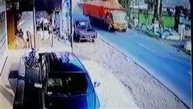 印尼,車禍,大卡車,煞車失靈(圖/翻攝網路)