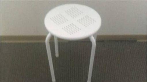 情侶暗示要「有椅子」房間 摩鐵阿姨卻給他這張! 圖/翻攝自爆怨公社