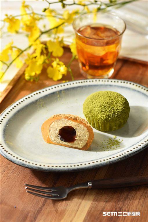 星巴克端午節商品,星冰粽,星蕨餅。(圖/星巴克提供)