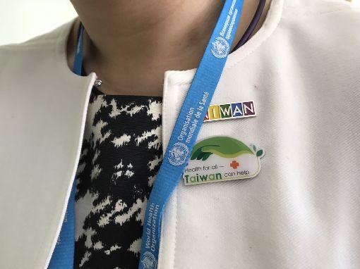 林靜儀徽章第71屆世界衛生大會(WHA)21日揭幕,民進黨籍立委林靜儀進場旁聽,但因徽章有台灣字樣,一度遭到中國口音人士抗議。(WHA採訪團提供)中央社記者戴雅真日內瓦傳真 107年5月21日