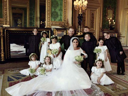 英國,哈利王子,梅根,結婚照,王室,婚禮,喬治王子,夏綠蒂公主,女王(圖/翻攝自@KensingtonRoyal)