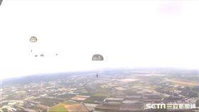傘兵跳傘 (圖/軍聞社提供)