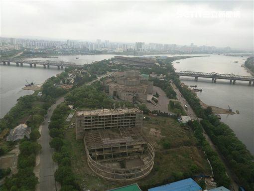 ▲羊角島飯店前方正在興建大型電影院。(圖/記者林辰彥攝影)