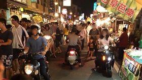 夜市,騎車,逛夜市,不滿,論戰,危險,爆怨公社 圖/翻攝自臉書爆怨公社