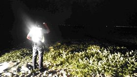 花蓮玉里分局「護瓜專案」幫助西瓜農。(圖/翻攝自花蓮縣警察局玉里分局臉書)