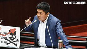 國民黨立委顏寬恒質詢。 圖/記者林敬旻攝