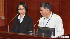 台北市長柯文哲、北農公司總經理吳音寧出席市議會總質詢。 圖/記者林敬旻攝