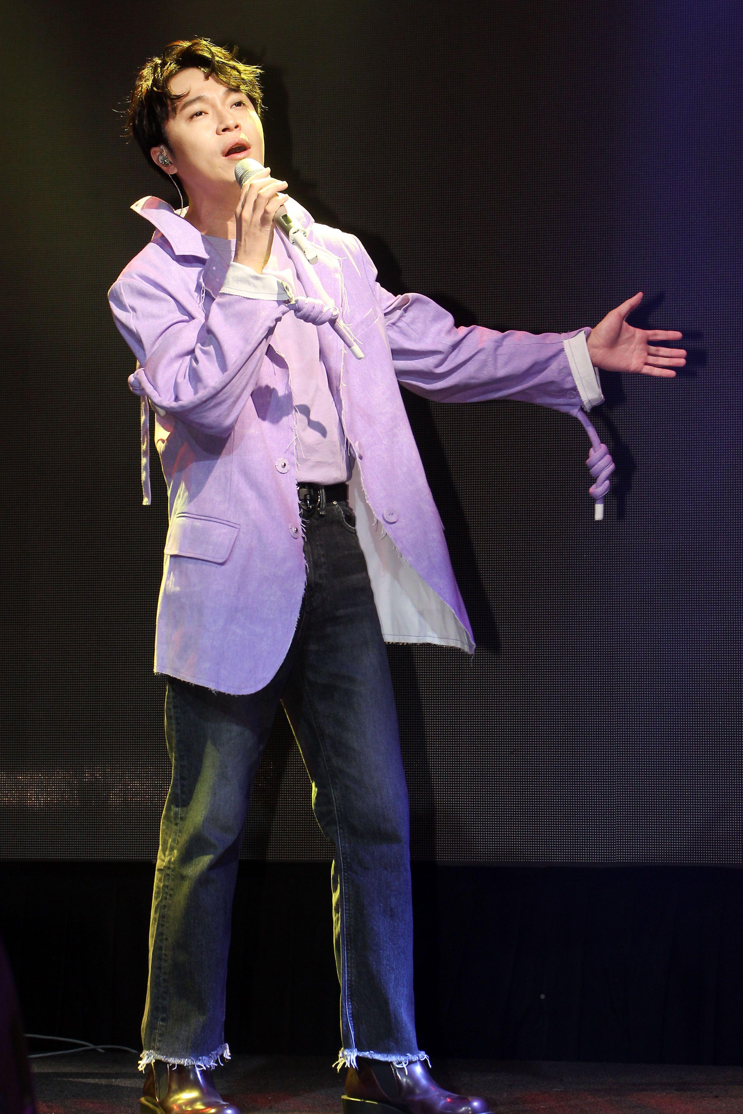 青峰最新單曲「你要出來了嗎」終於要出場,並為「春浪」彩排。(記者邱榮吉/攝影)