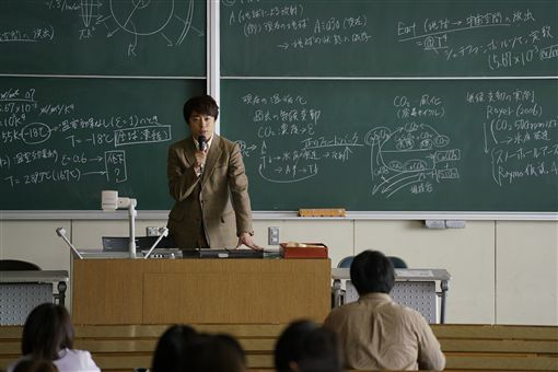 ▲▼櫻井翔在《拉普拉斯的魔女》飾演天才教授。(圖/威望國際娛樂提供)