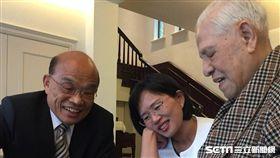 民進黨新北市長參選人蘇貞昌今(24日)拜會前總統李登輝,兩人交談近2小時。(圖/蘇貞昌辦公室提供)