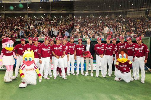 「小白」Andres Iniesta加盟神戶勝利船。(圖/翻攝自樂天推特)