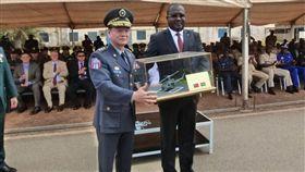 去年才援贈兩架直升機,布吉納法索宣布與我斷交。(圖/取自布吉納法索駐台使館臉書)