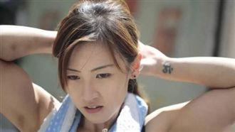 香港正妹當搬運工 原來是「被迫的」