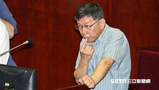 台北市的柯文哲出席市議會總質詢。 (圖/記者林敬旻攝)
