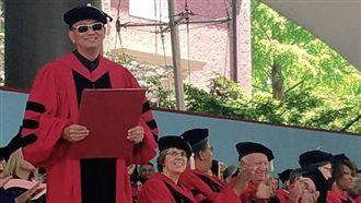 首位亞洲導演!他獲哈佛文學榮譽博士