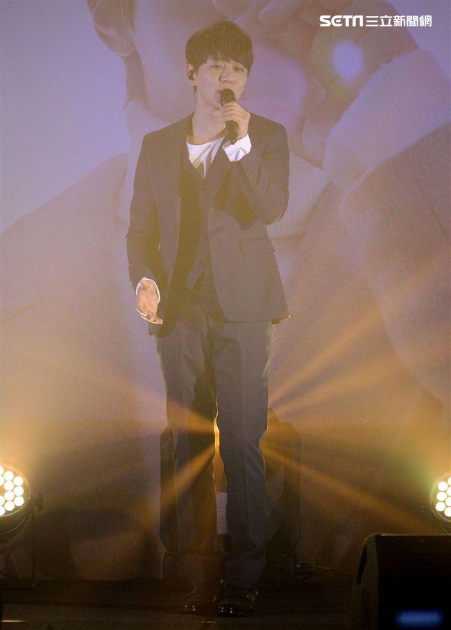 韓星黃致列來台為2018Love Stars台北演唱會宣傳,並會粉絲唱台語歌讓粉絲High翻天。(記者邱榮吉/攝影)