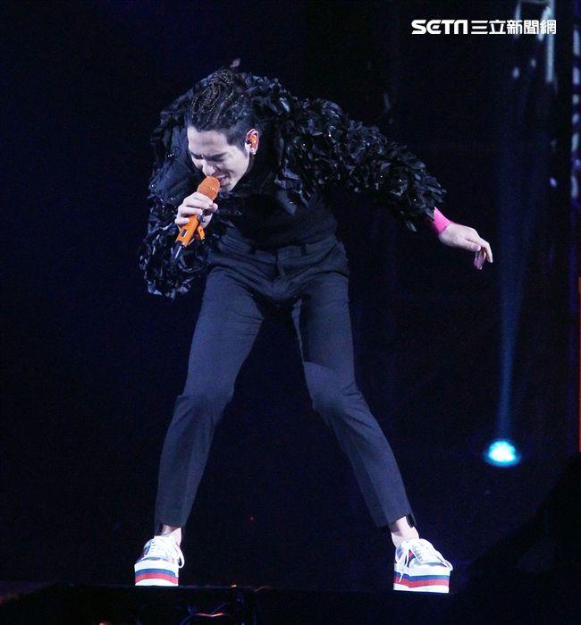 蕭敬騰2018「娛樂先生世界巡迴演唱會」台北站,台北小巨蛋登場,沒有嘉賓一人獨挑大樑。(記者邱榮吉/攝影)