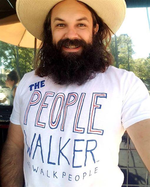 The People Walker臉書你孤獨嗎? 洛杉磯「遛人」一小時900元大受歡迎