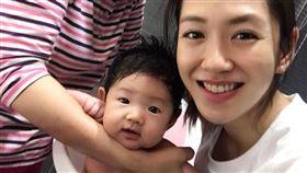 楊千霈與媽媽、愛女一同度過溫馨的母親節。(圖/翻攝自臉書)