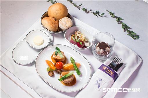 泰航機上餐。(圖/台北文華東方提供)