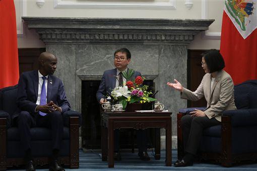 蔡英文總統與海地總統摩依士(Jovenel Moïse)進行雙邊會談。(圖/總統府提供)