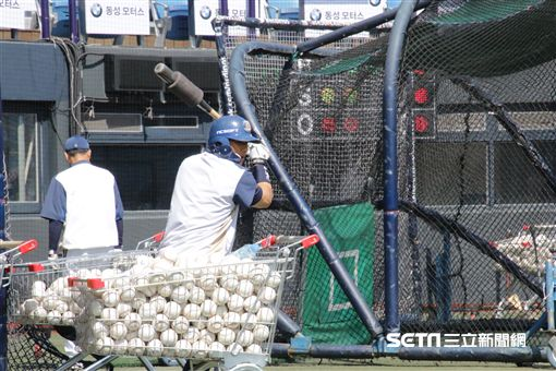 ▲NC恐龍外野手李鍾旭開季是球隊倚重戰力。(圖/記者蕭保祥攝)