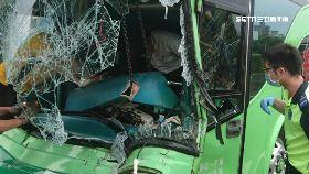 客運撞貨車1600