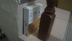新北市,八里,紙盒,竊盜,監視,妨礙秘密(圖/翻攝畫面)
